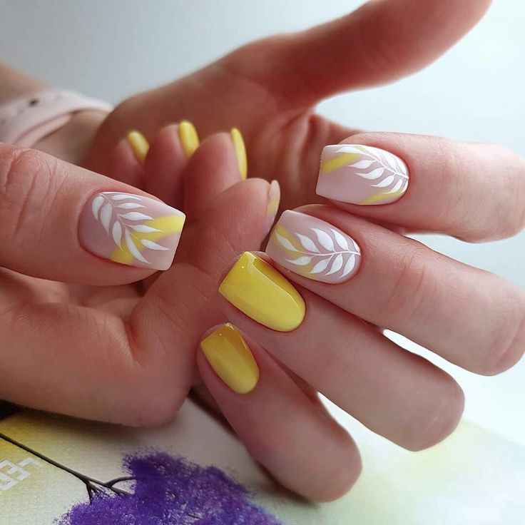 Yellow and white leaves nail art