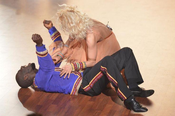 """Riesen-Jubel: Hans Sarpei siegtgemeinsam mit Profitänzerin Kathrin Menzinger bei """"Let's Dance""""und gewinnt damit die achte Staffel der Tanzshow."""