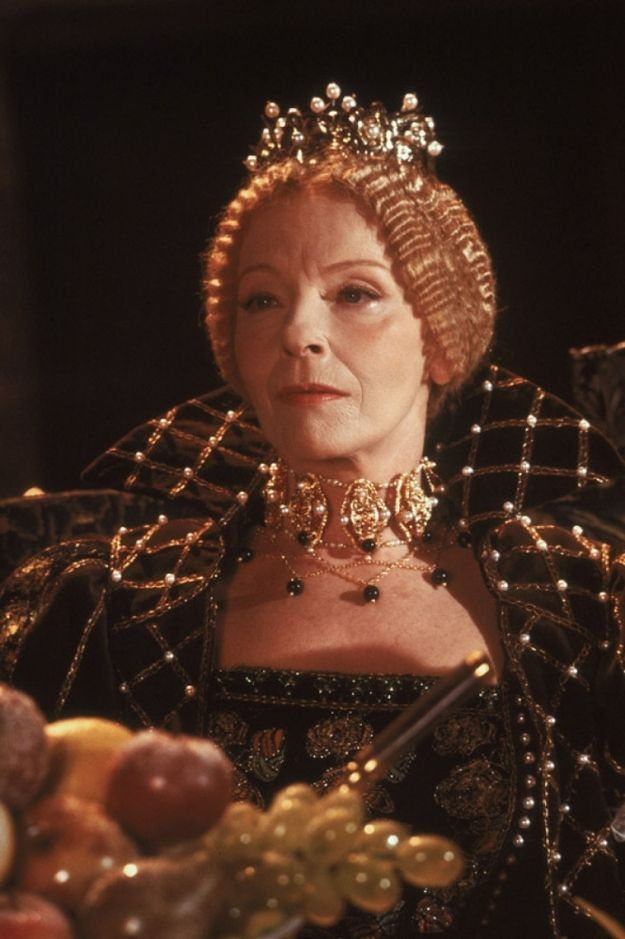 Ponad 55-letnia Aleksandra Śląska znakomicie zagrała nie tylko nastoletnią Bonę, ale też twardą i nieustępliwą władczynię. Widzowie i krytycy zachwycali się dramatyczną sceną śmierci królowej