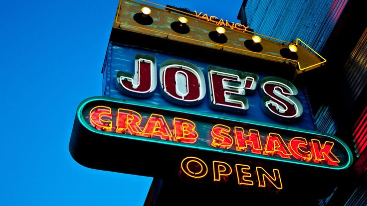 Joe's Crab Shack Under Fire for Using Image of a Lynching as Interior Decor - Eater