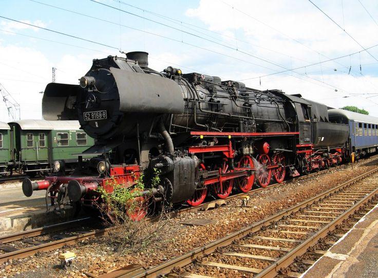 Dampflok 52 8168 -8 des Bayerischen Eisenbahnmuseum BEM vor einem Sonderzug in Nördlingen 2010 --- Germany