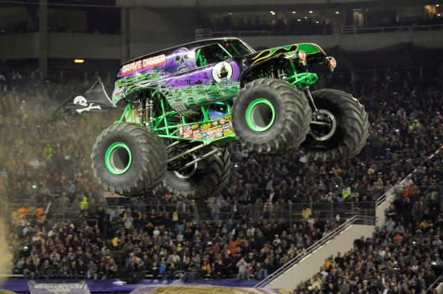 It's that time of year when when the supercharged fuel injected big block American V8's come roaring to the Roger Centre, January 17th-18th, 2015.The Maple Leaf Monster Jam Tour, an incredible fam...