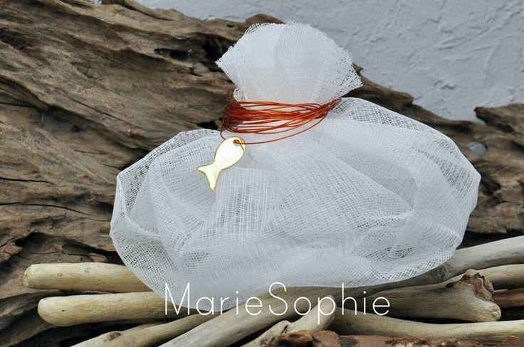 Χειροποίτη μπομπονιέρα με γάζα και μεταλλικές λεπτομέρειες#www.mariesophie.gr
