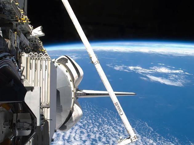 Blick aus dem All von Bord einer US-Raumfähre. Foto: EPA/NASA TV