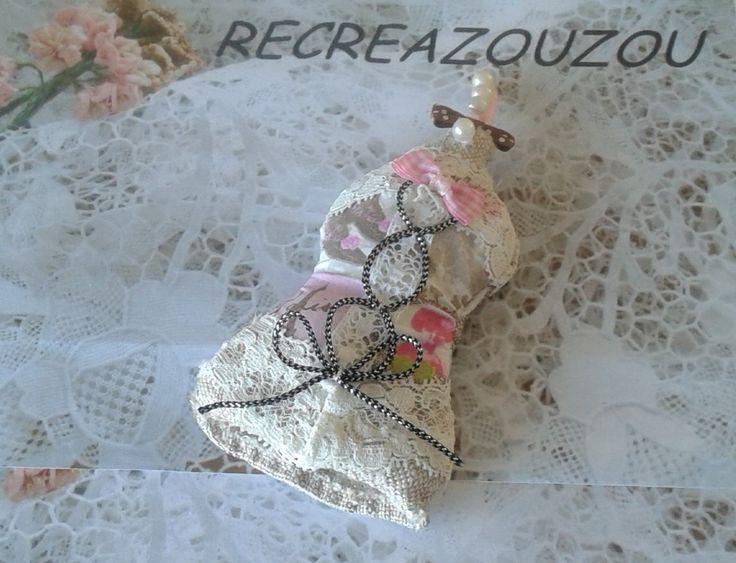 """Porte clé corset tissu et dentelle """"chabby chic"""" : Porte clés par recreazouzou"""