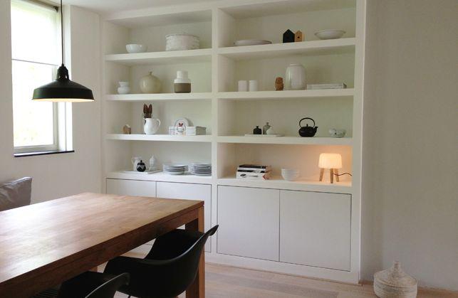 een inbouwkast op maat voor de woonkamer afbeelding