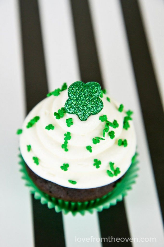 St Patrick's Day Cupcakes With White Chocolate Mint Frosting!