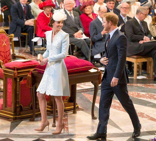 Zdjęcie numer 2 w galerii - Księżna Kate i książę Harry ostatnio świetnie się bawili. Wiadomo, że łączy ich coś wyjątkowego.