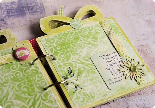 albumik dla dziecka z okazji narodzin  http://www.hurt.scrap.com.pl/baza-do-albumu-w-ksztalcie-prezentu.html