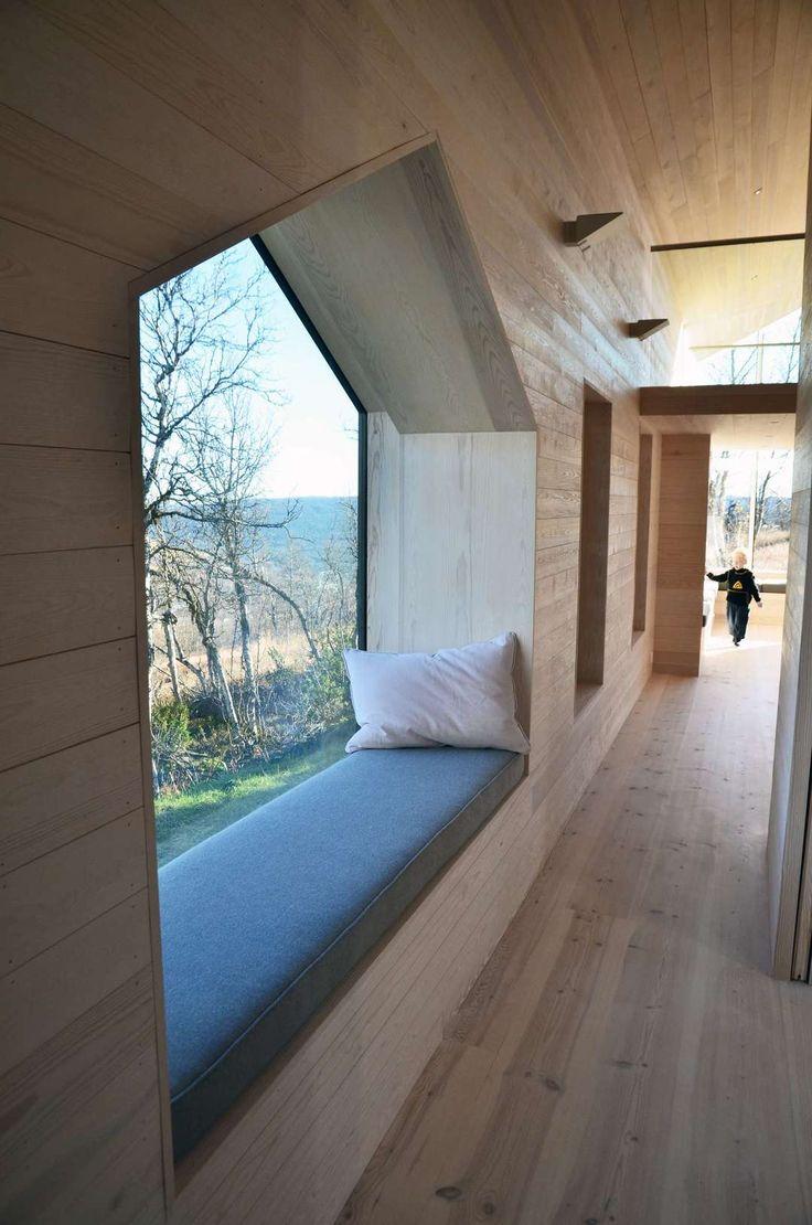 Couloir - Fenêtre ouverte sur la nature, coin repos avec matelas et oreiller