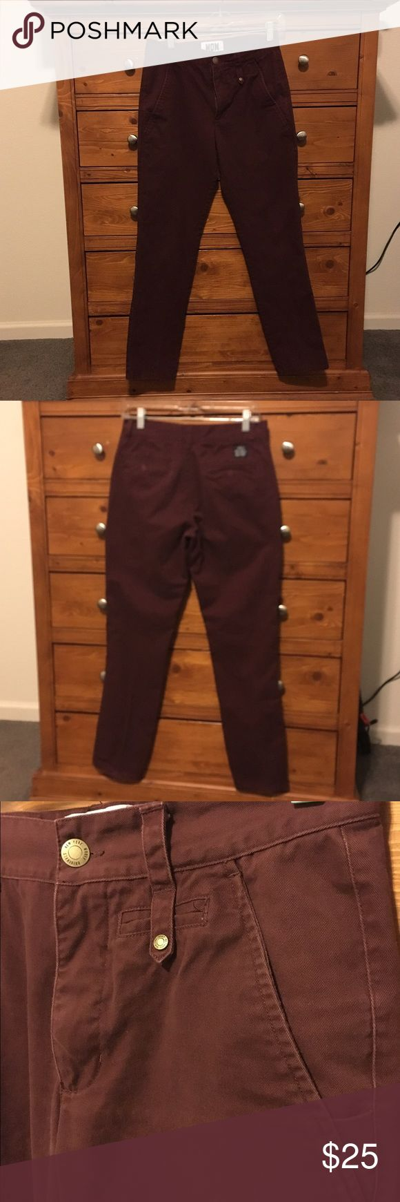 Woolf Men's Chino Maroon Chino Pants sz 29 Woolf Men's Chino Maroon Chino Pants sz 29 Excellent condition. Deep rich color. No issues with these pants. Wine color suede like feel to fabric. WOOLF Pants Chinos & Khakis