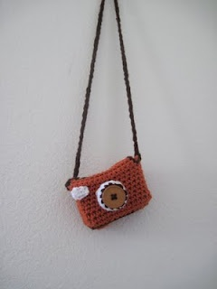 """A """"camera in a camera"""" cute crochet camera bag. Great instructions at the site"""