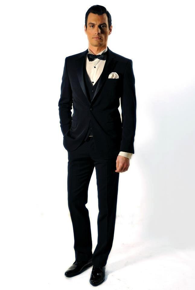 Κοστούμι s140 wool Ιταλίας με γιλέκο Slim fit, χειροποίητο πουκάμισο 100% cotton Αγγλίας, παπιγιόν και pochette Italo Ferretti 100% silk Ιταλίας, χειροποίητα υποδήματα Ιταλίας
