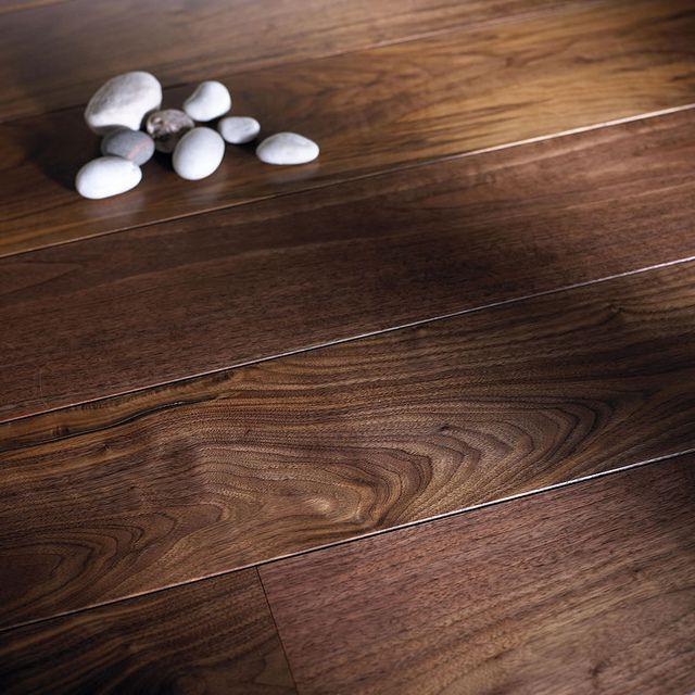 Pisos estructurados DIVANO. Resistentes a las deformaciones por humedad y/o cambios bruscos en la temperatura. www.divano.com.co