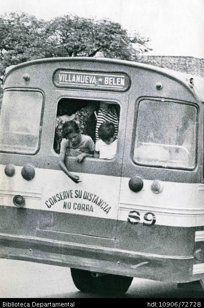 Vista posterior del bus de transporte público Villanueva Belén - Biblioteca Digital - Universidad icesi