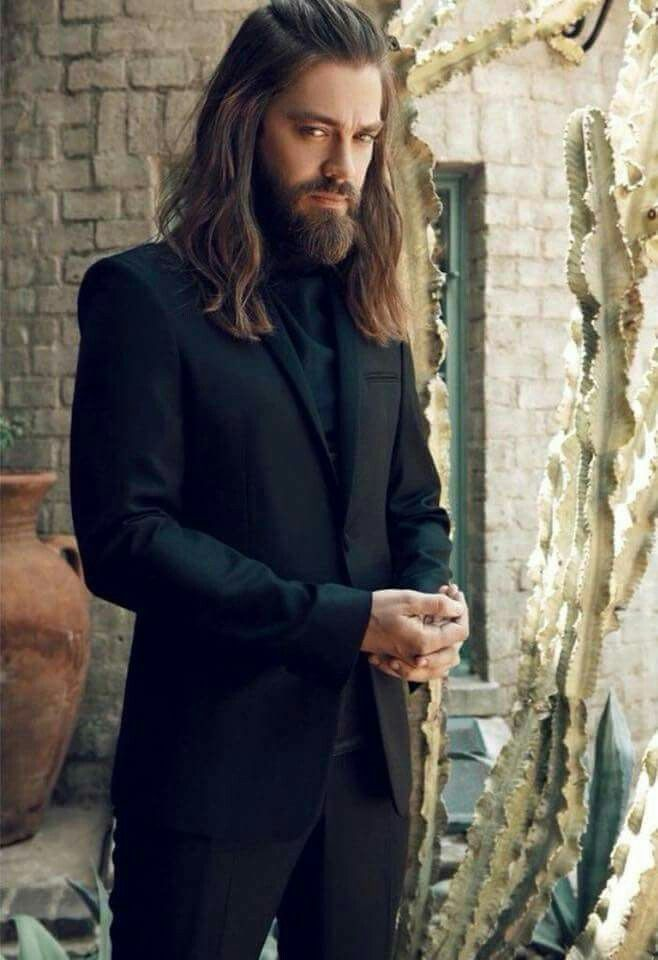 Tom Payne. Yum.