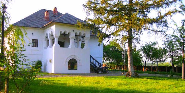 Casa Otetelișenilor (1713, adăugiri 1900), supranumit Conacul Otetelișanu,sat Benești; oraș Bălcești; culă, cu elemente brâncovenești
