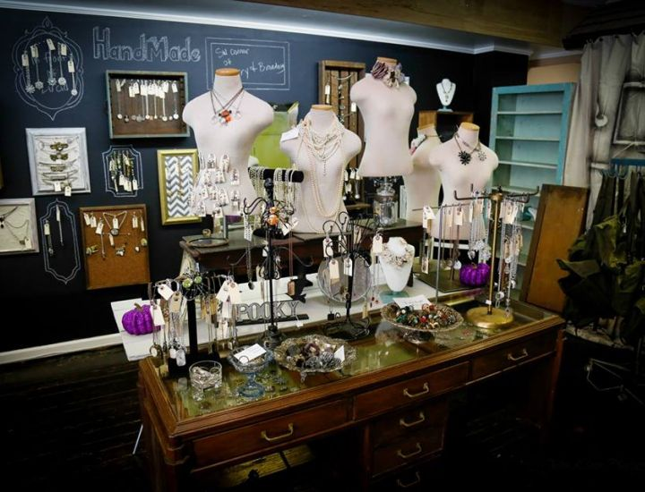 The Pink Hippo And Maddie Lisee Sell Vintage And Antique Furniture, As Well  As Unique