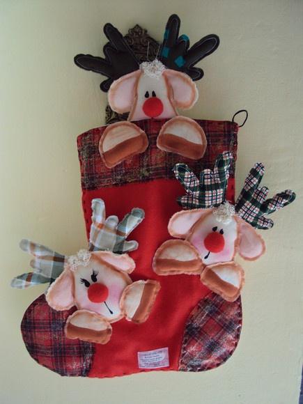 Um encantadora botade renas feita em tecido de algodão e feltro. R$38,00