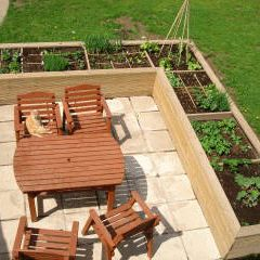 25 best ideas about patio planters on pinterest outdoor - What to put under raised garden beds ...