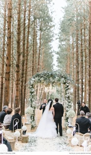 Yes, you CAN have a winter wedding outside! And these forest nuptials are the gorgeous proof.
