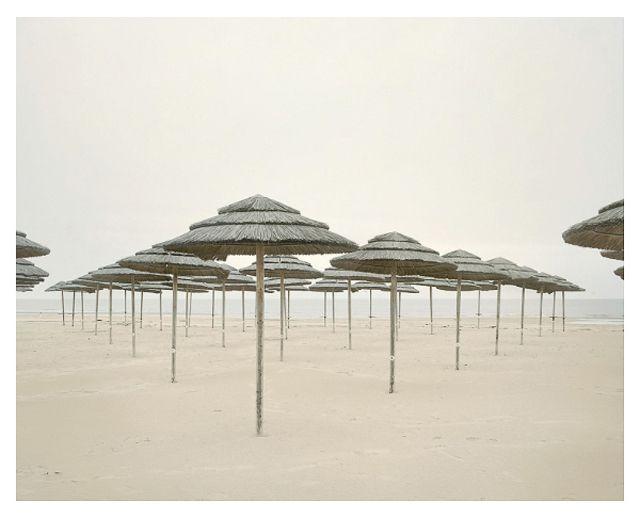 le photographe hongrois Akos Major revient avec cette sélection d'images appelée « Spiaggia »