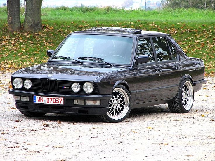 bmw e28 1986 bmw e28 m5 euro individual macau blau cool vehicles pinterest macau cars. Black Bedroom Furniture Sets. Home Design Ideas