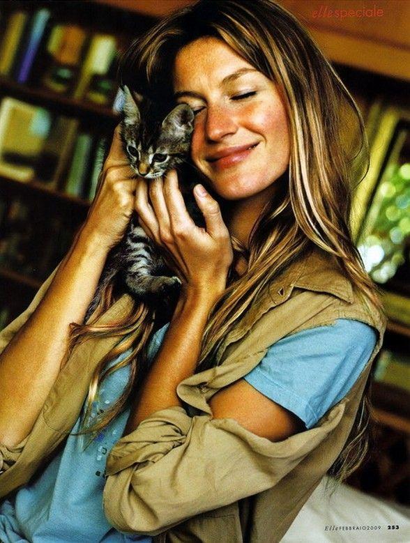 Gisele Bündchen holding a cat