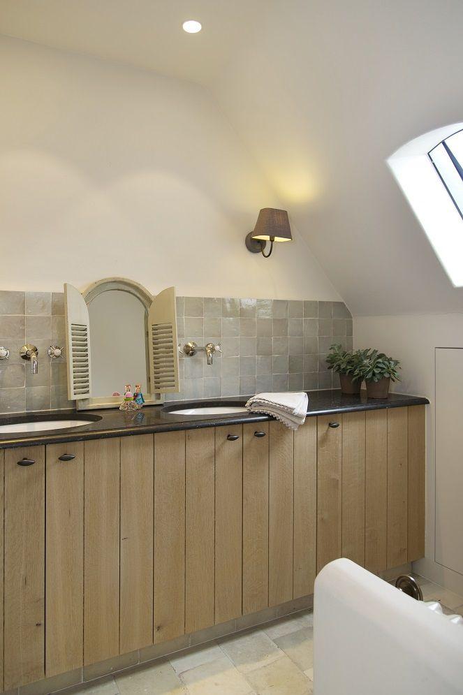 25 beste idee n over landelijke badkamers op pinterest landelijke badkamer decoraties kleine - Badkamermeubels oude stijl ...