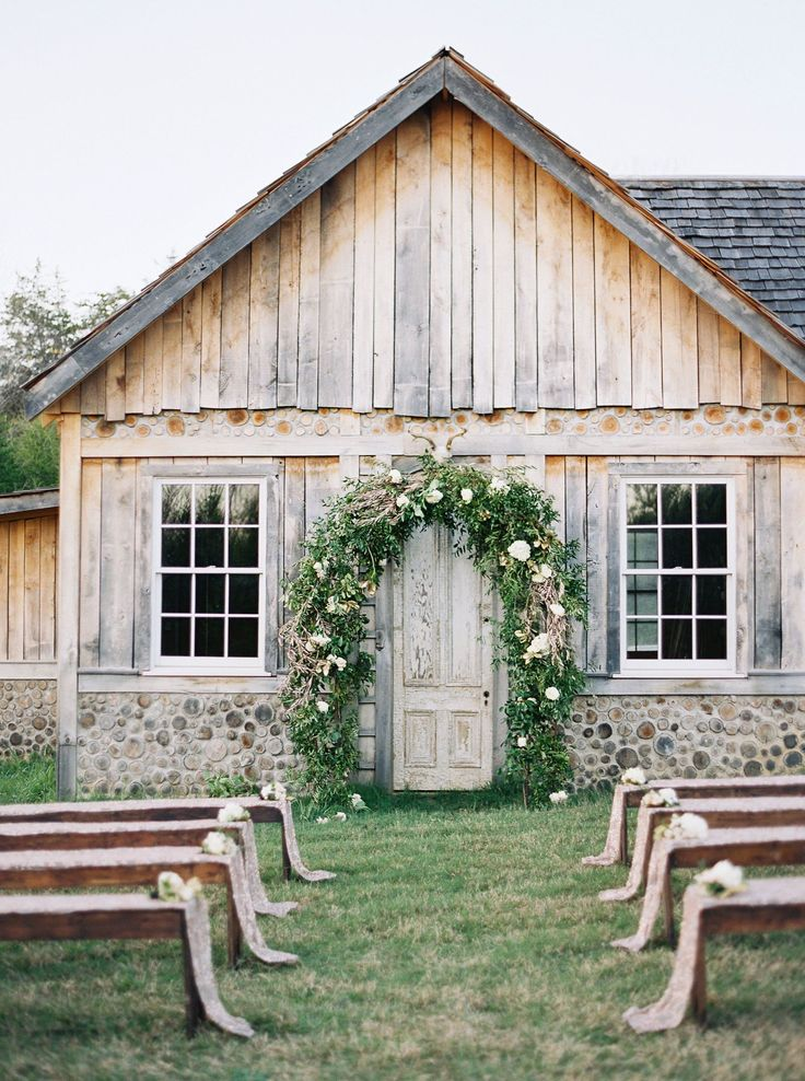 When you hear barn wedding, a few things probably come to mind: Cowboy boots, shabby chic decor, and reclaimed wood accents. Well, these wedding pros decided to go a different route, pairing a rustic barn setting on a Tennessee nature preserve with surprisingly glam decor.