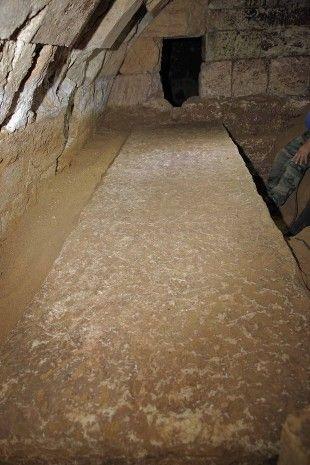 Ανεξήγητα Φαινόμενα...: Βρέθηκαν δυο καρυάτιδες στην Αμφίπολη