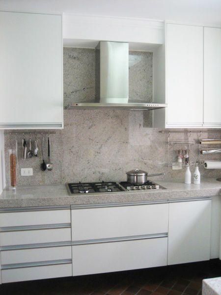 Granito Branco Itaúnas, um material com grande resistência ao calor e a manchas