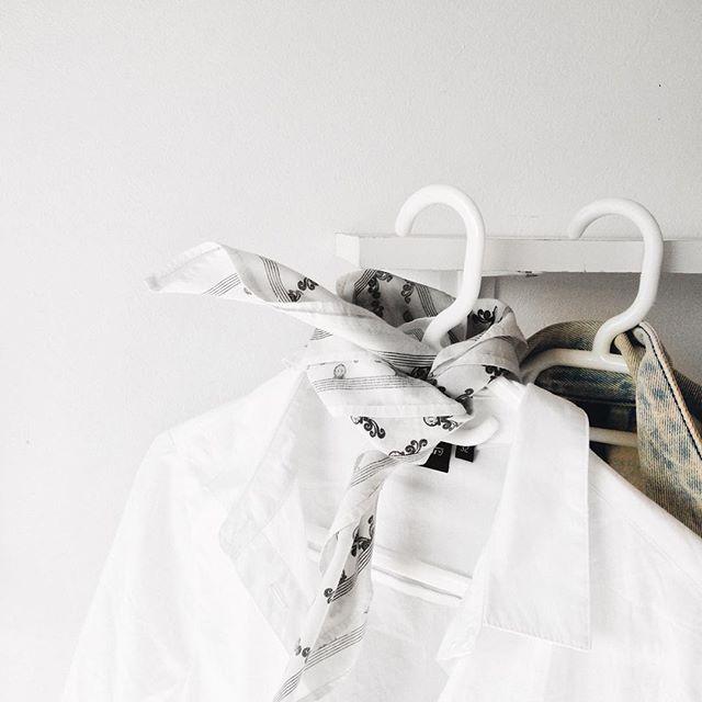 5 TIPS FOR CREATING A CAPSULE WARDOBE  http://theminimaleblogger.com/5-tips-for-creating-a-capsule-wardrobe/