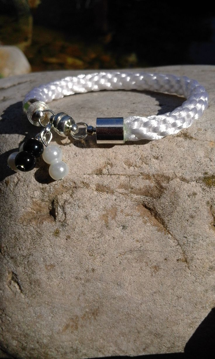 White kumihimo bracelet + black and white beads and magnetic clasps.