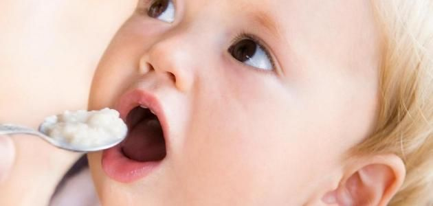 تغذية الطفل جدول تغذية الطفل من أربعة إلى ستة أشهر من ستة إلى ثمانية شهور من ثماني إلى اثني عشر شهرا Baby Food Allergies Baby Facts Baby Food Recipes