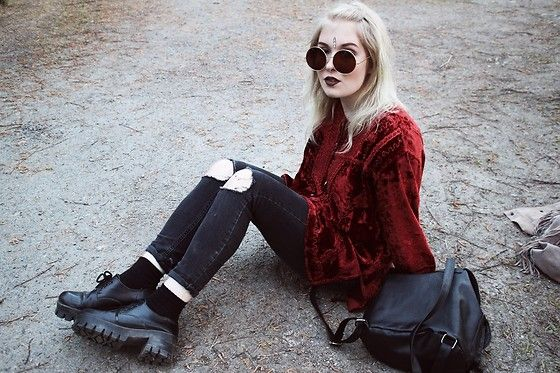Get this look: http://lb.nu/look/8263571  More looks by Thelma Malna: http://lb.nu/thelma  Items in this look:  Zero Uv Sunglasses, Vintage Velvet Shirt, 2nd Hand Shoes   #bohemian #grunge #vintage