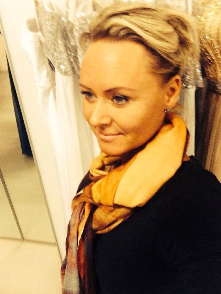 Tina Pedersen from TP kjoler with Buddha Original cashmere scarve.