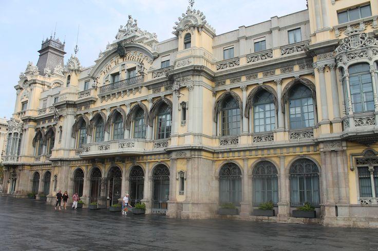 Здание морского порта Барселоны  El edificio Sea Port de Barcelona