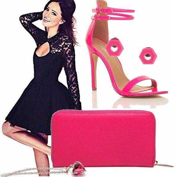 Vestitino nero da abbinare ad accessori rosa fluo. Il tacco alto slancia la figura (ma la scarpa è adatta anche al ballo più frenato grazie ai laccetti alla caviglia) e la pochette e gli orecchini riprendono i sandali. Una perfetta candy girl!