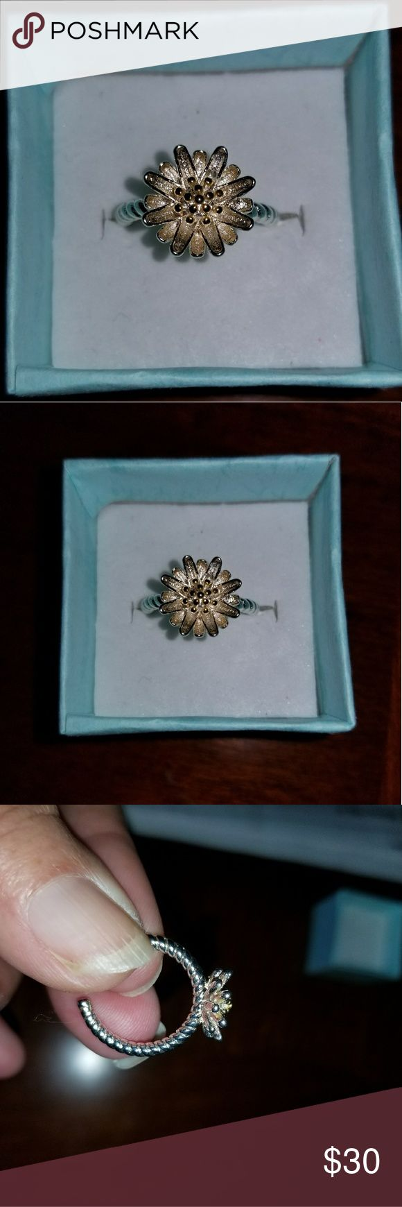 Pandora daisy ring Pandora daisy ring, Sterling silver and adjustable. Very dainty ring Pandora Jewelry Rings