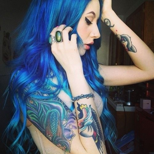 długie niebieskie włosy