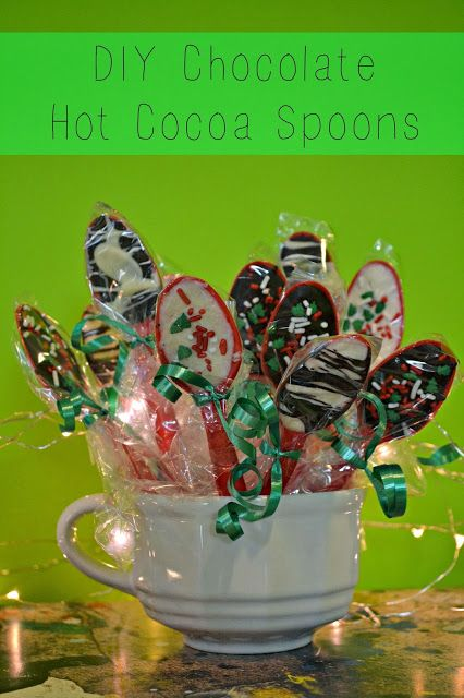 DIY chocolate Hot Cocoa Spoons. Great for parties or gift baskets!