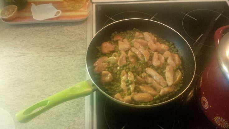 Kureci wok s citronem a hraskem