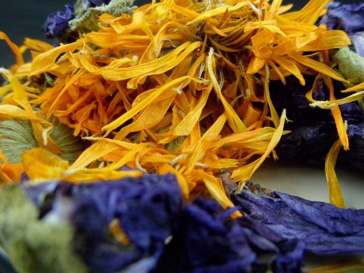 Dried herbs and flowers for chinchillas. Suszone kwiaty i zioła dla szynszyli.