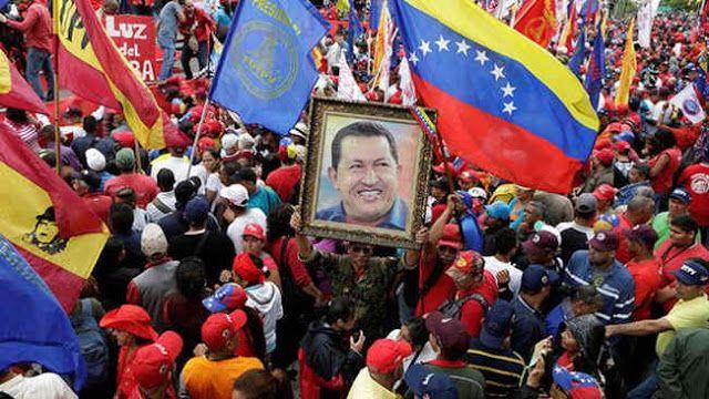 """ASEGURAN HABER IDENTIFICADO EL ARMA CON LA QUE LE INDUJERON EL CANCER A HUGO CHAVEZ   """"No fue casualidad que cinco presidentes latinoamericanos estuvieran enfermos de cáncer en menos de tres años"""" Una investigación documental iniciada con el objetivo de aclarar las circunstancias de la muerte del expresidente de Venezuela Hugo Chávez en marzo de 2013 habría hallado el arma """"de alta tecnología"""" que Estados Unidos supuestamente implementó a partir de enero del 2003 para inducirle un cáncer al…"""