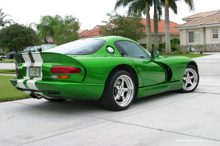 Dodge Viper GTS.