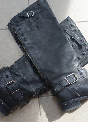 Kupuj mé předměty na #vinted http://www.vinted.cz/damske-boty/kozacky/15399145-cerne-celokozene-kozacky-s-prezkami-vysoke-bullboxer