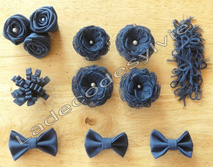 Fleurs et petits noeuds en tissu bleu http://Ladecodesylvie.fr #mariage #wedding #bleu #blanc #mariage #bouquet #mariée #fleurs #flowers