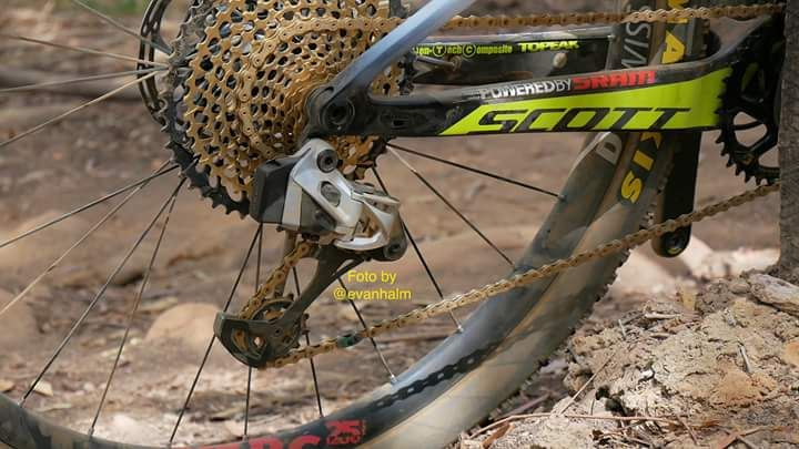 Le foto che svelano il cambio elettronico Sram sulla bici di Nino Schurter