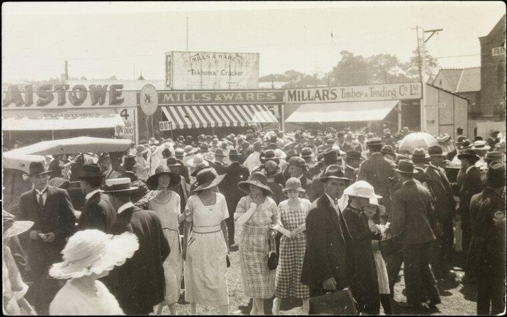 "Perth Royal Show 1920s - Hats galore! Man in front of pic says, ""I ALWAYS take my pipe to the Show!"" Courtesy of Museum of Perth‏."